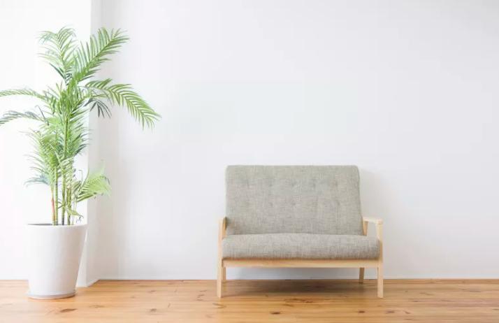 沙发摆放高度不宜过高也不宜过底